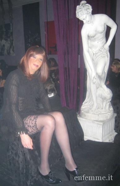 579 m1 5__ Life trav party  Occhiobello _Ro_ 14-03-2009 Isa con statua .JPG